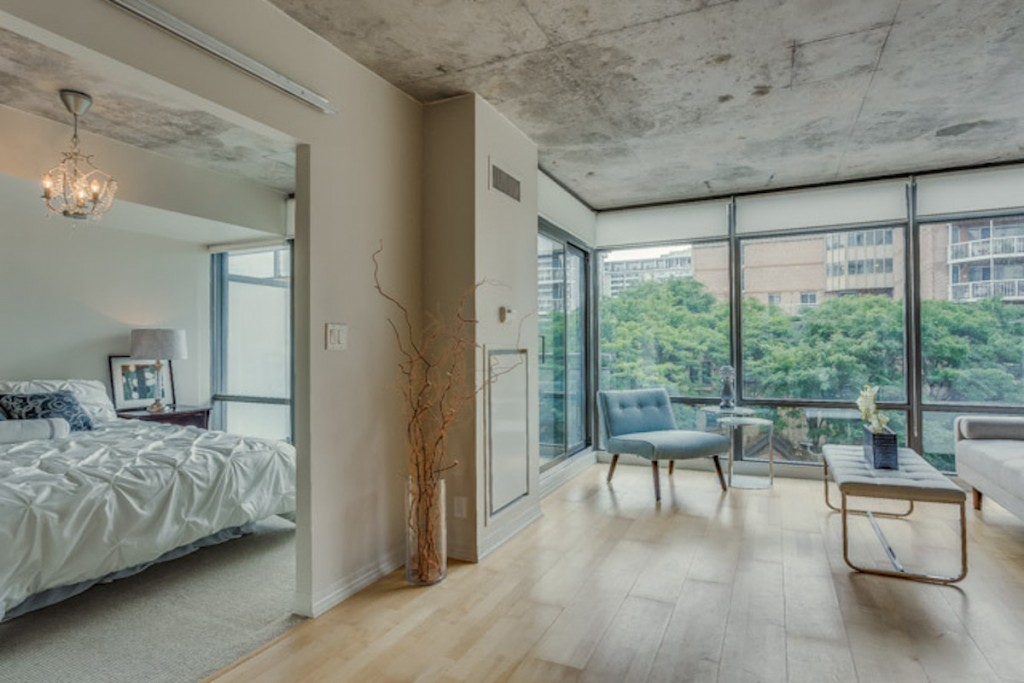 22 WELLESLEY EAST CONDOS FOR SALE