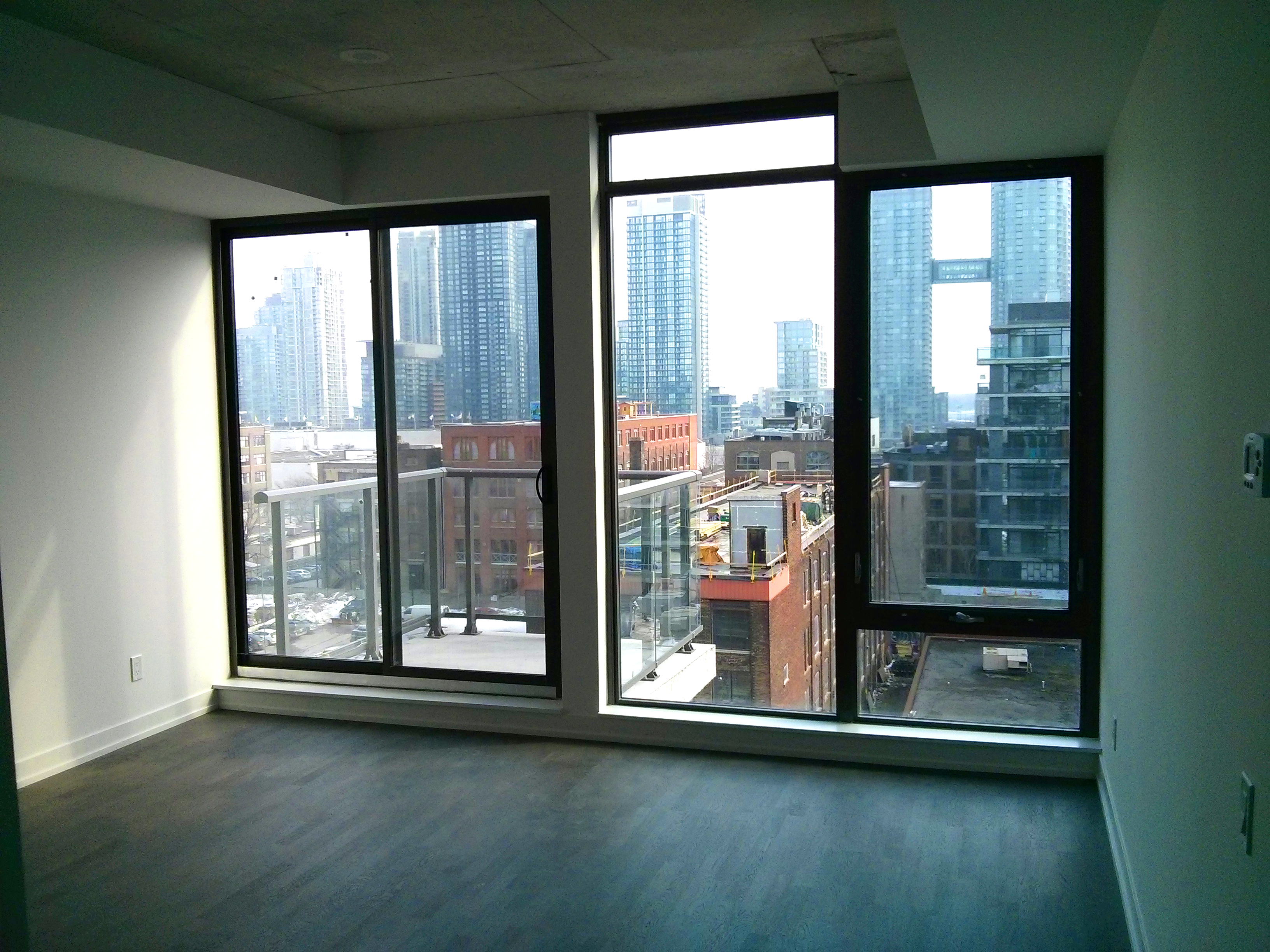 560 KING WEST - ONE BEDROOM 530 SQ FT - CONTACT YOSSI KAPLAN