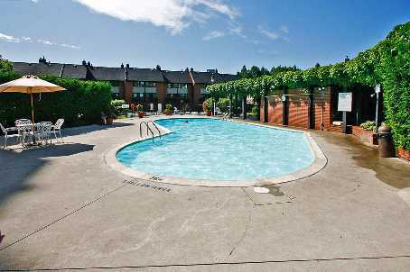 THE SUMMIT KING WEST OUTDOOR POOL