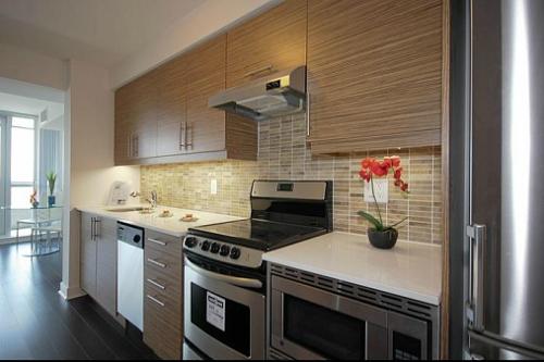 The Modern - One Bed + Den - Kitchen