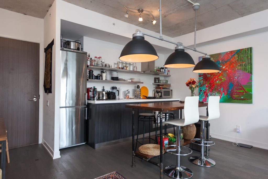 560 KING WEST - TWO BED FOR SALE 900 SQ FT - CONTACT YOSSI KAPLAN