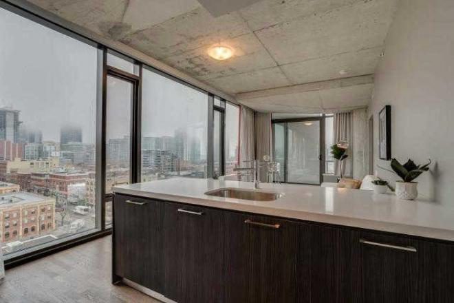 560 KING WEST - TWO BEDROOM FOR SALE - CONTACT YOSSI KAPLAN
