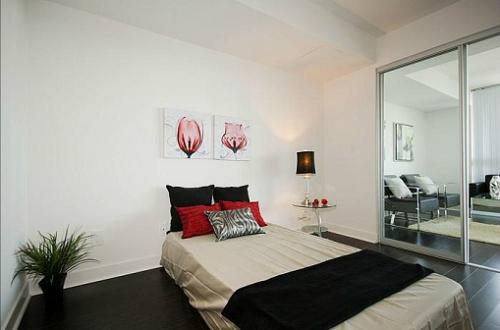 The Modern - One Bed + Den - Closet